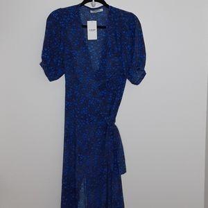 NWT Blue Daisy Glamorous Wrap Around Dress sz 4